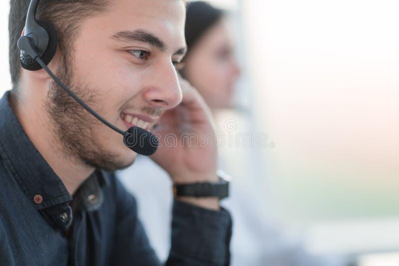 конец вверх портрет operato центра телефонного обслуживания стоковая фотография rf