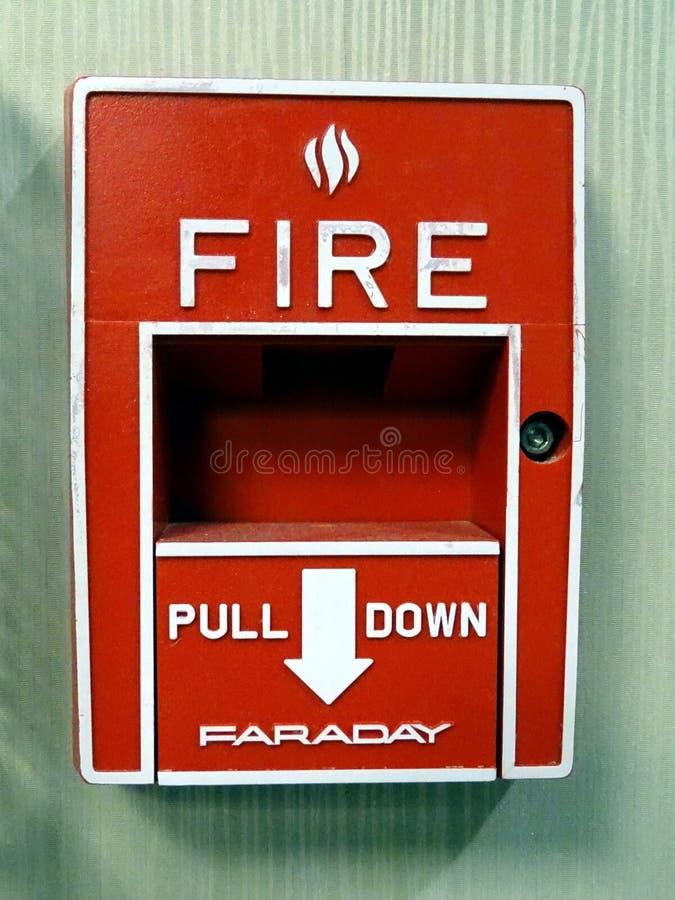 Конец вверх по взгляду сигнала тревоги пожарной безопасности стоковые фотографии rf