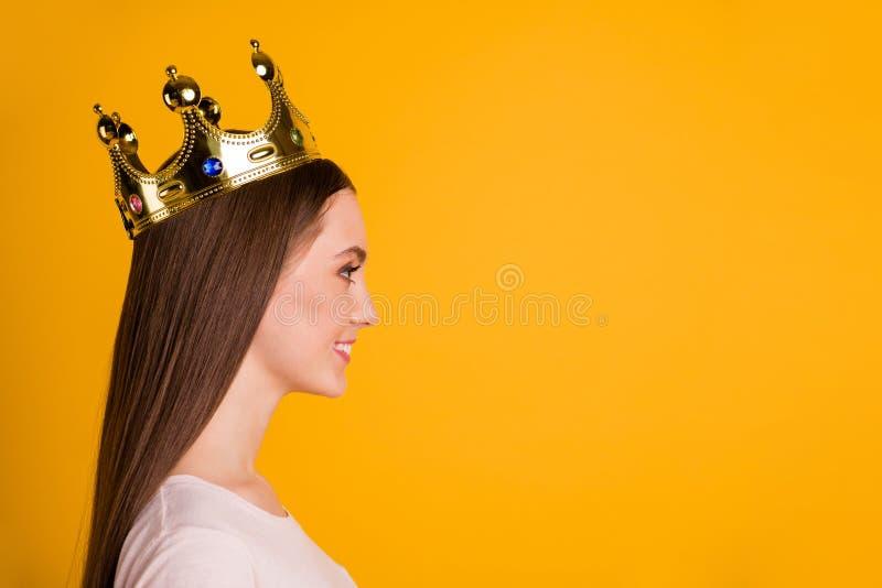 Конец вверх по изумительному бортового фото профиля красивое она ее экстренныйый выпуск выставления коронования коронованнаяа осо стоковое изображение