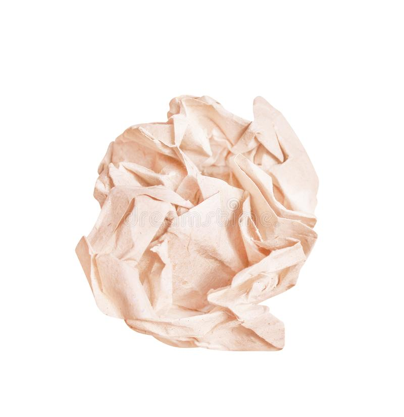 Конец вверх по коричневым скомканным бумажным картинам шарика изолированным на белой предпосылке стоковая фотография rf