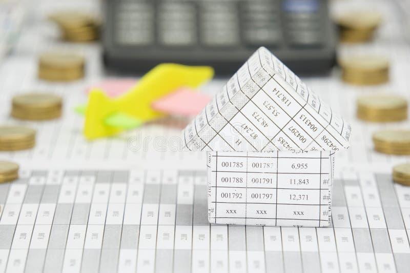 Конец вверх по дому имеет самолет и калькулятор нерезкости как предпосылка стоковое изображение rf