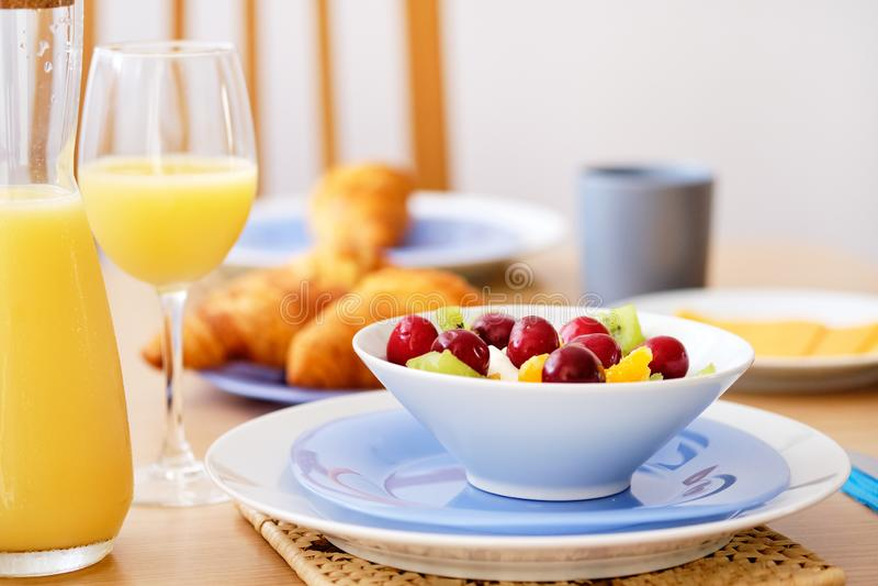 Конец вверх по свежему здоровому питательному завтраку стоковая фотография rf