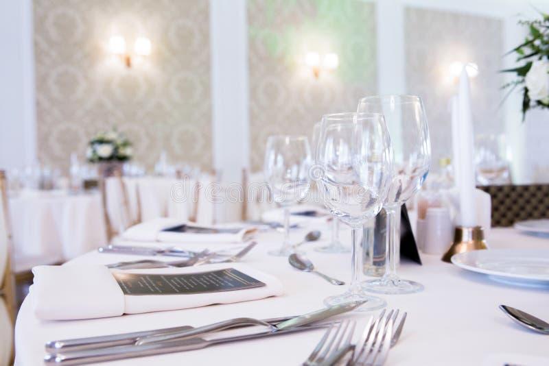 Конец вверх по таблице свадьбы детали стоковое фото