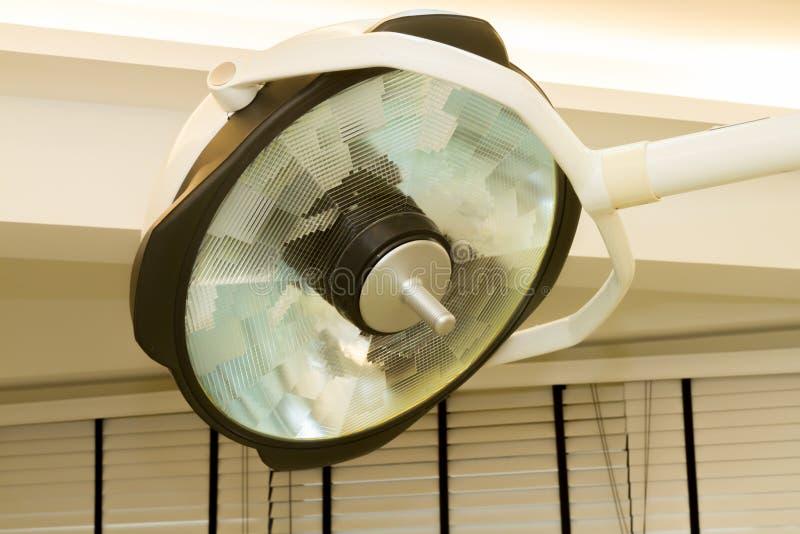 Конец вверх по хирургическим лампам стоковые изображения
