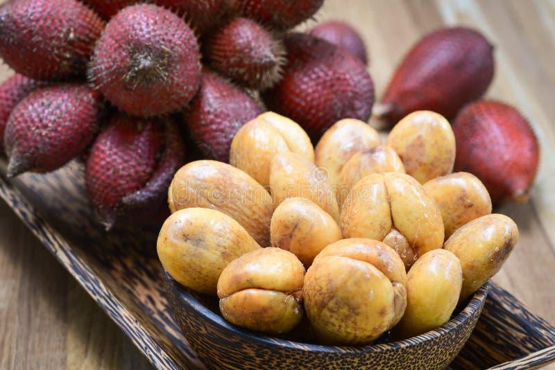 Конец-вверх плодоовощ zalacca Salak или Salacca тропический стоковое изображение rf