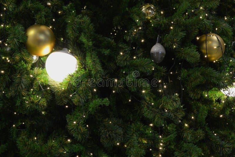Конец-вверх рождественской елки с волшебным украшением стоковые изображения