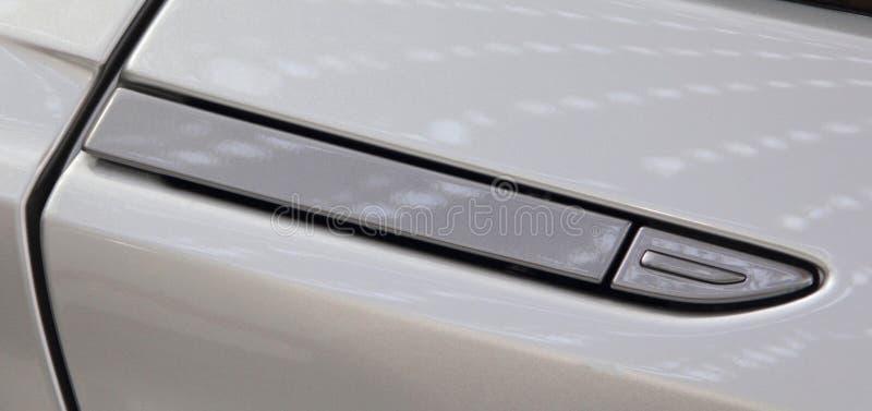 Конец вверх роскошной ручки двери спортивной машины стоковая фотография
