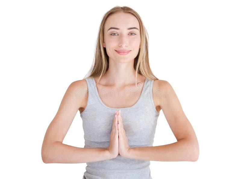 Конец-вверх рук белой женщины в белых одеждах размышляя внутри помещения, фокус на оружиях в жесте Namaste уклад жизни принципиал стоковые фотографии rf