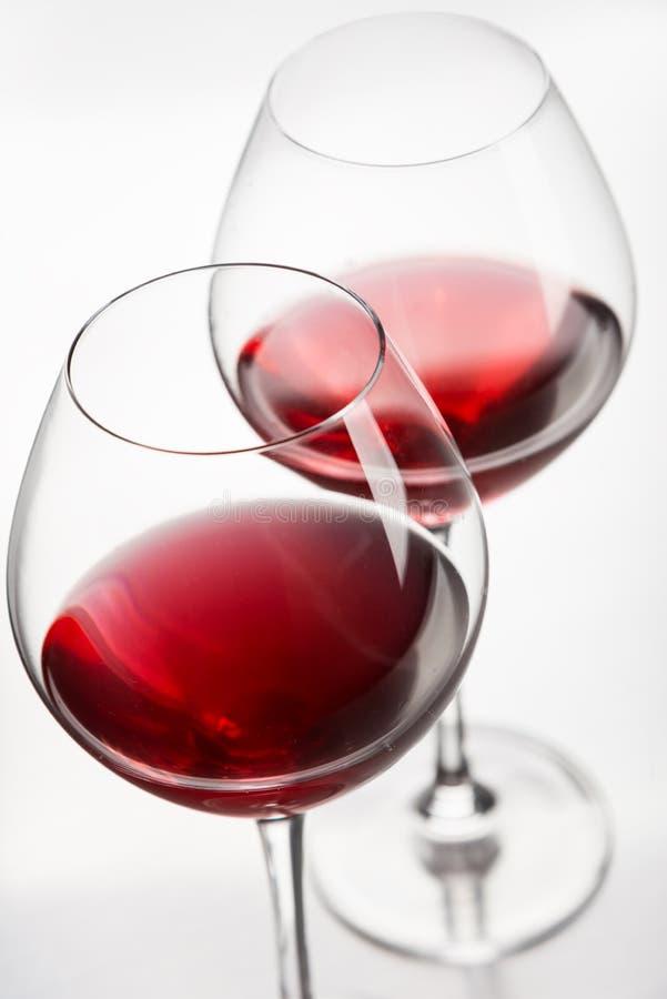 Download Конец-вверх 2 рюмок стоковое фото. изображение насчитывающей вино - 40584788