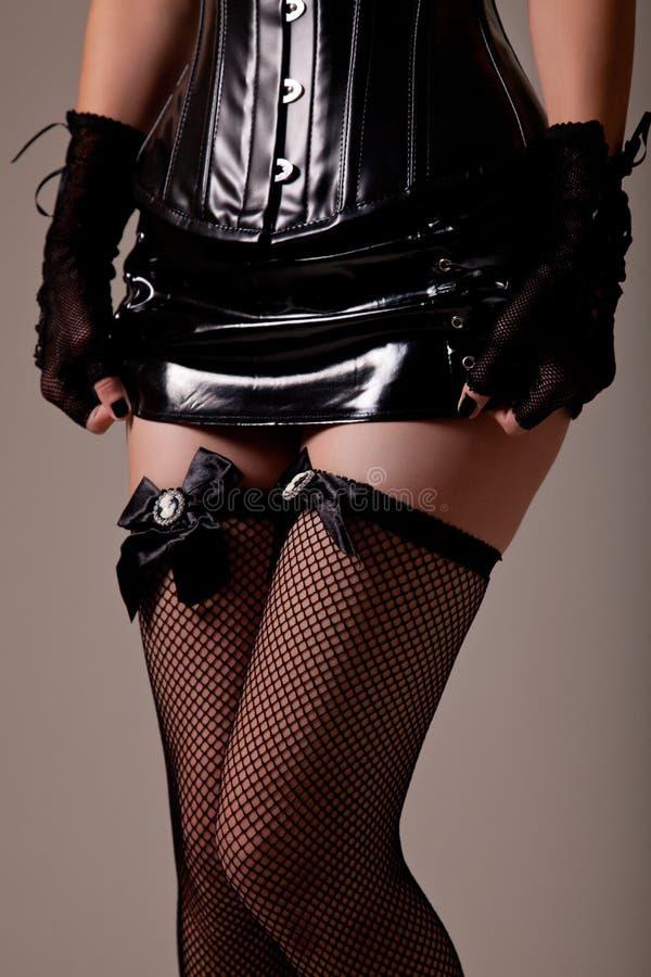 Конец-вверх снятый сексуальной женщины раздевая стоковое изображение