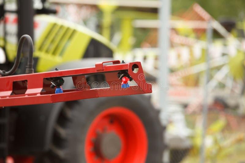 Конец-вверх сопла спрейера трактора стоковые изображения rf