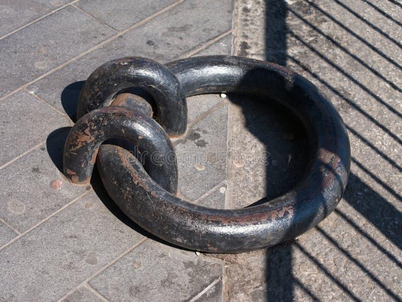 Конец-вверх старого кольца дока утюга стоковое изображение