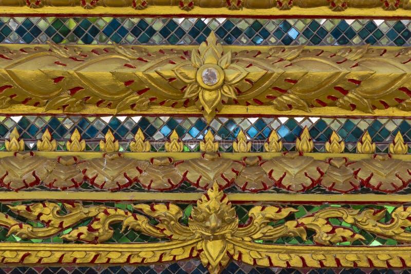 Конец-вверх текстуры Красивый старый орнамент на стене тайского h стоковое изображение rf