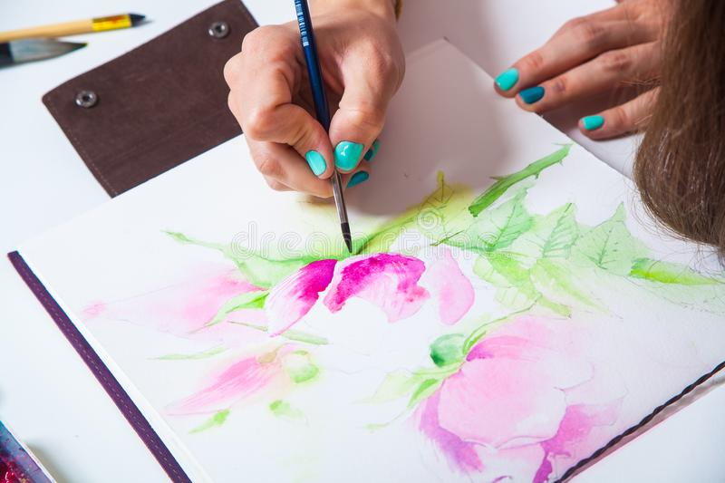 Конец-вверх художника рисует стоковое фото
