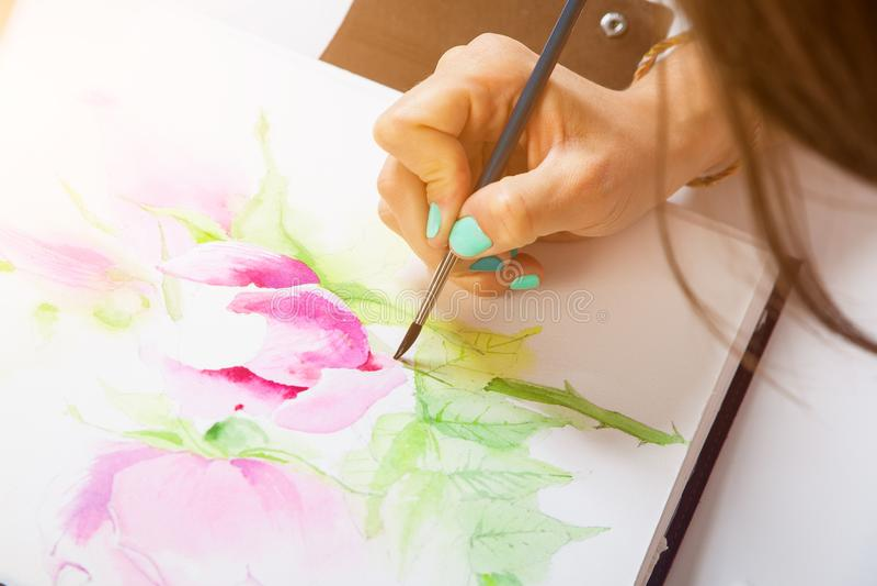 Конец-вверх художника рисует стоковые изображения rf