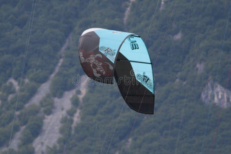 Конец-вверх kitesurfing ветрила стоковое изображение rf