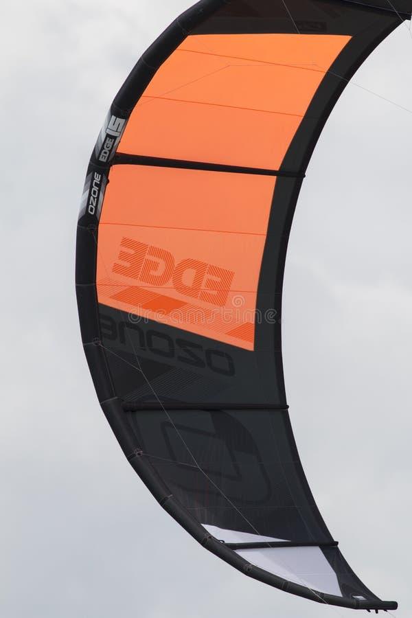 Конец-вверх kitesurfing ветрила стоковое изображение