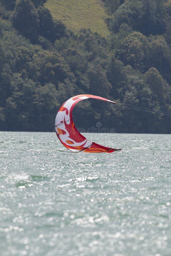 Конец-вверх kitesurfing ветрила стоковое фото