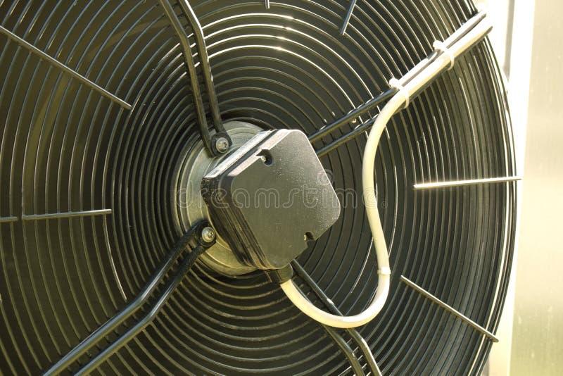 Конец вентилятора кондиционирования воздуха черный внешний вверх стоковые фото
