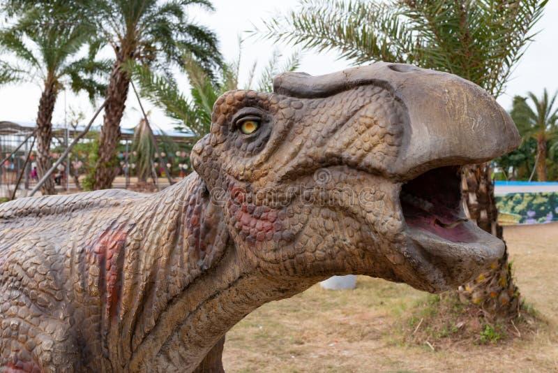 Конец головы динозавра вверх стоковые изображения