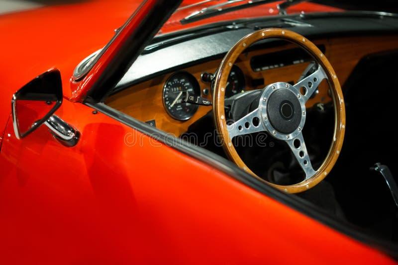 Конец интерьера винтажного автомобиля роскошный вверх Выставка автомобилей стоковое фото