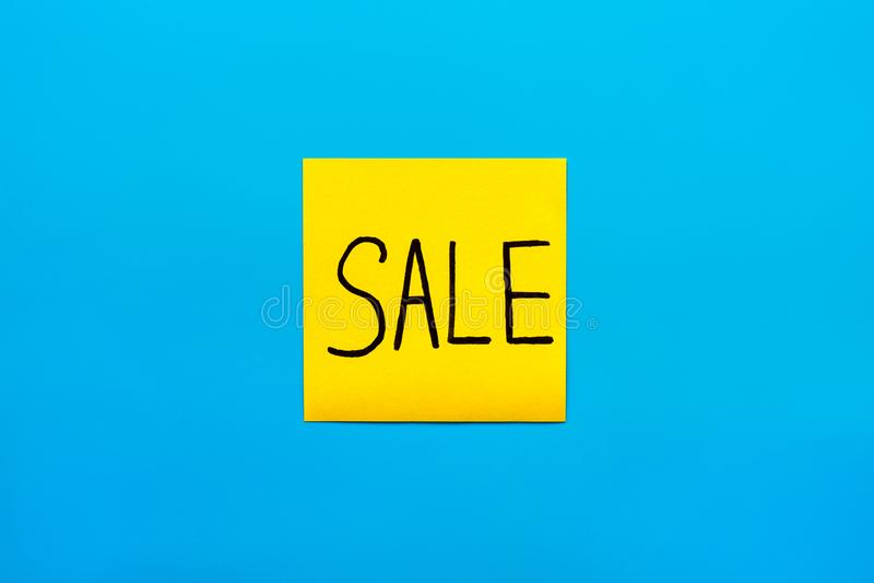 Конец концепции торговлей, маркетингом, напоминанием и комбинацией вверх по черному рукописному слову продажи надписи на одном же стоковое фото rf