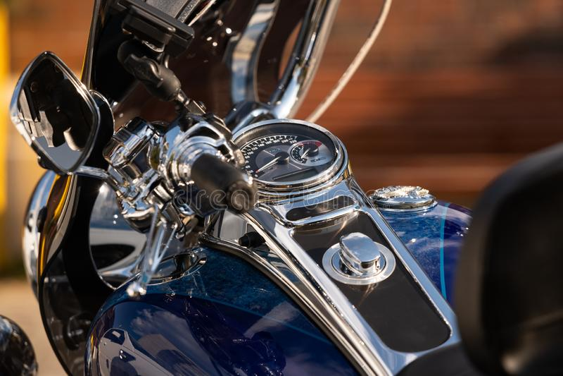 конец мотоцикла приборной панели голубой вверх стоковое фото rf