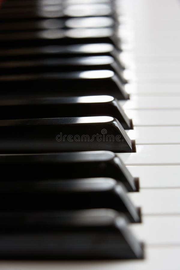 конец пользуется ключом рояль вверх стоковая фотография