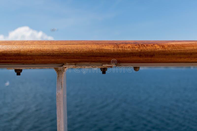 Конец рельса корабля вверх стоковое фото rf