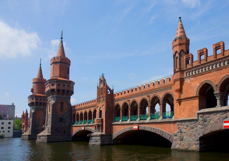 Конец Oberbaumbridge вверх, Берлин стоковые изображения rf