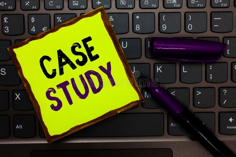 Конкретное исследование текста почерка Концепция знача предмет a, который нужно обсудить и связанный к клавиатуре Inspi бумаги же стоковое изображение