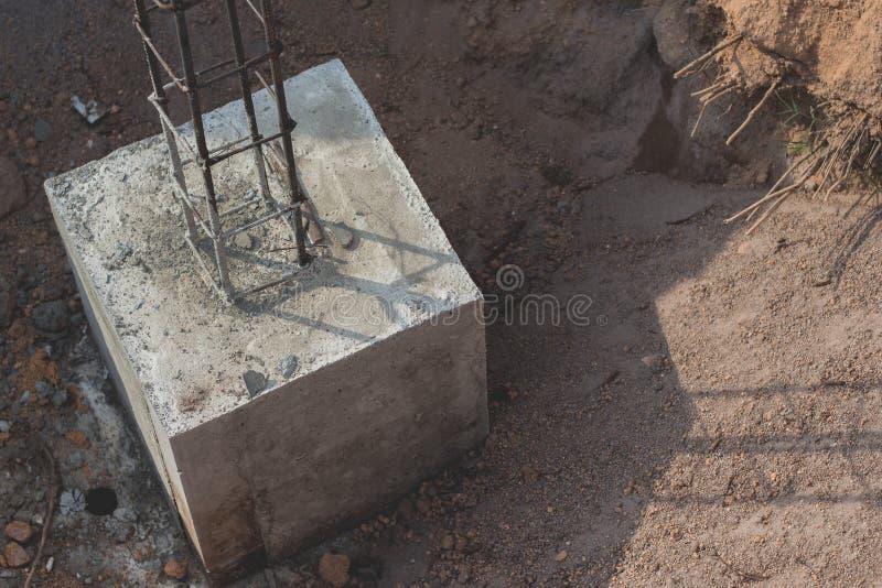 Конкретный лить во время коммерчески concreting полов стоковая фотография rf