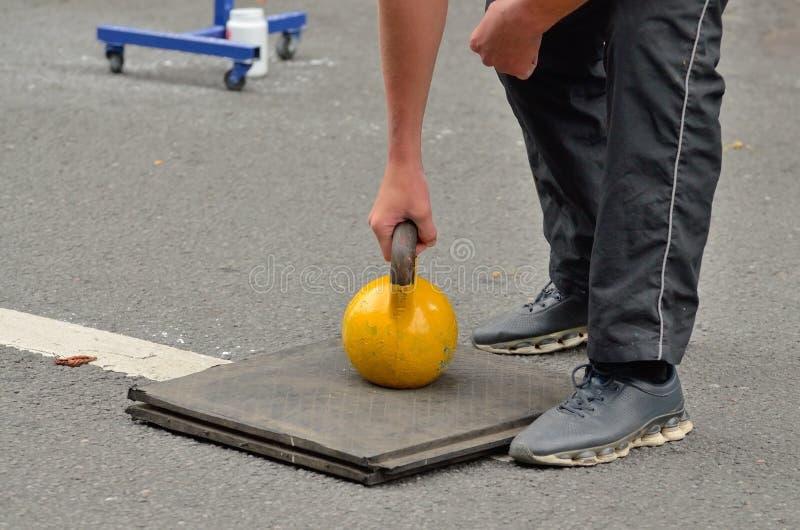 Конкуренция в поднимаясь весах стоковая фотография
