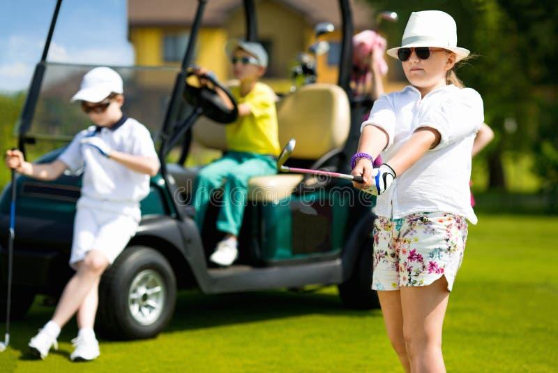 Конкуренция гольфа детей стоковая фотография rf
