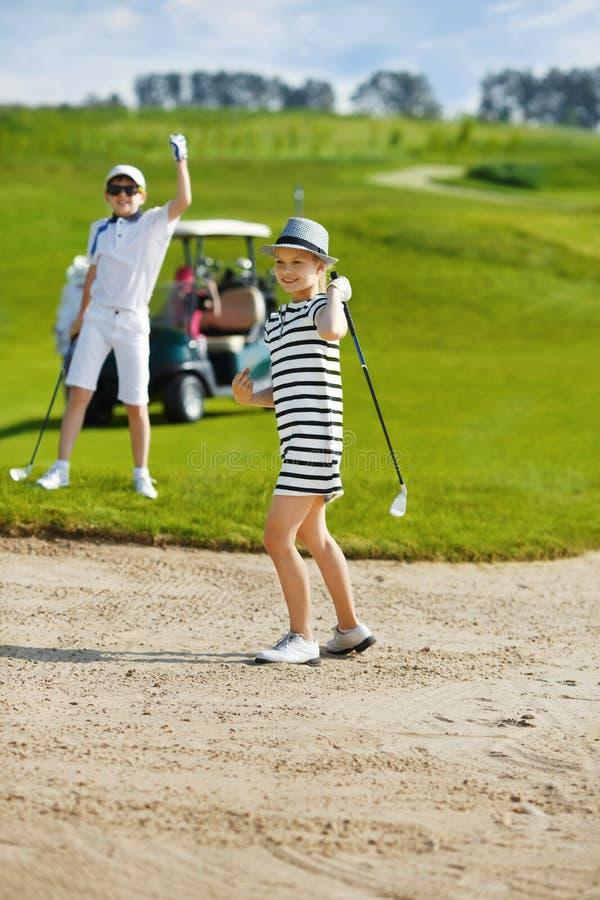 Конкуренция гольфа детей стоковые фотографии rf