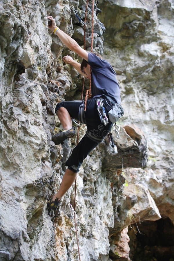 Конкуренция скалолазания стоковая фотография