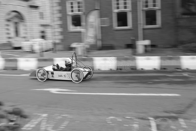 Конкуренция скоростной дороги скорости скоростной дороги моста автомобиля стоковые фотографии rf