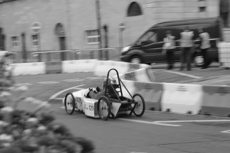 Конкуренция скоростной дороги скорости скоростной дороги моста автомобиля стоковое изображение rf