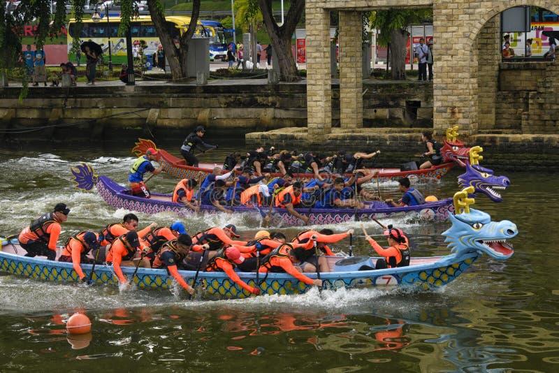 Конкуренция шлюпки дракона на реке Melacca стоковое фото rf