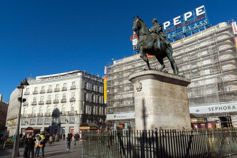 Конноспортивная статуя Карлоса III на Puerta del Sol в Мадриде, Испании стоковое фото