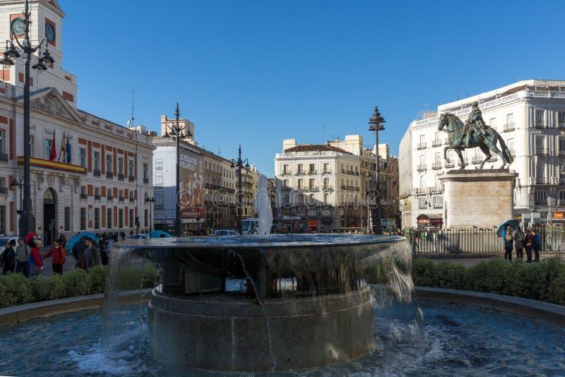 Конноспортивная статуя Карлоса III на Puerta del Sol в Мадриде, Испании стоковые изображения