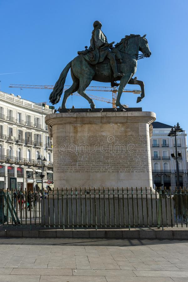 Конноспортивная статуя Карлоса III на Puerta del Sol в Мадриде, Испании стоковое изображение
