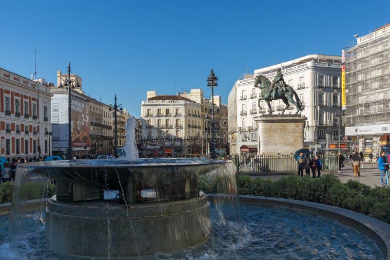 Конноспортивная статуя Карлоса III на Puerta del Sol в Мадриде, Испании стоковое фото rf