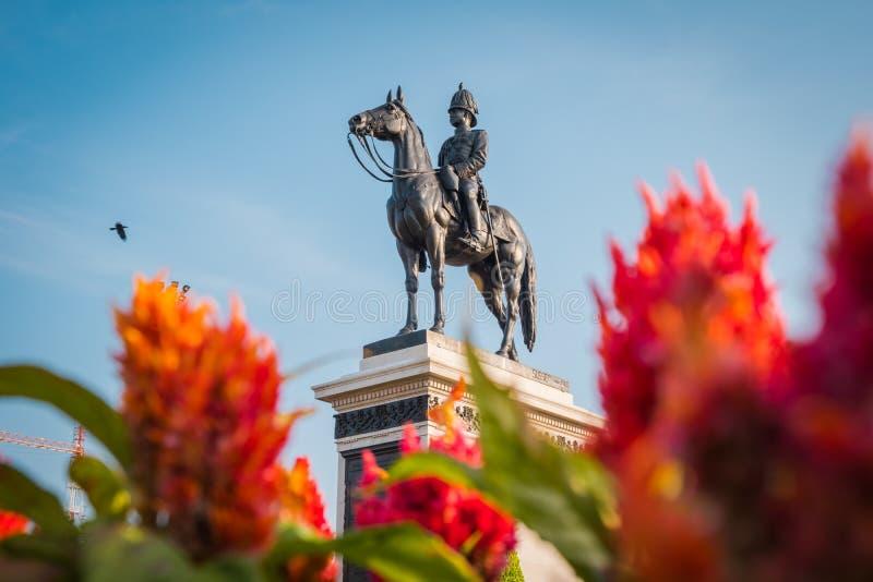 Конноспортивная статуя короля Chulalongkorn Rama v стоковые фотографии rf