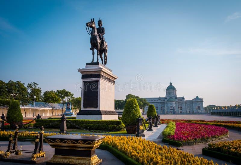 Конноспортивная статуя короля Chulalongkorn Rama v стоковое фото rf