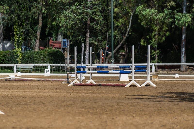 Конноспортивный клуб с препонами и местностью гонки стоковое фото rf