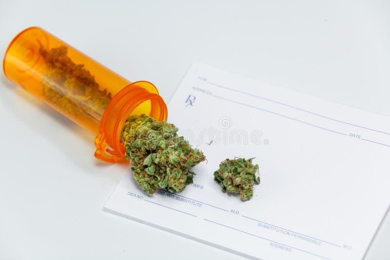 Конопля p засорителя марихуаны докторов Рецепта Бутылки Медицинск стоковые изображения