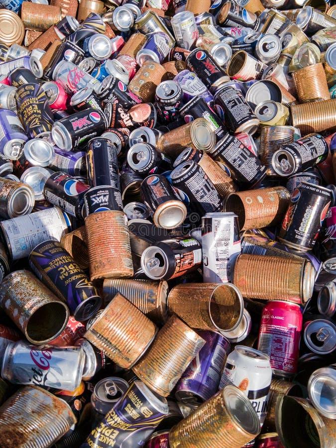 Консервные банки еды и напитка для повторно использовать стоковые фото