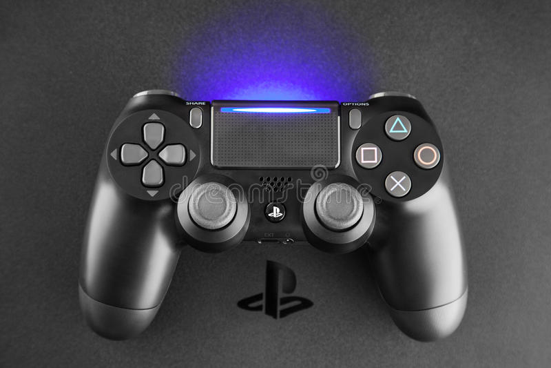 Консоль игры Playstation 4 стоковые изображения rf