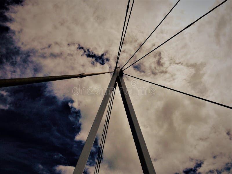 Конспект башни моста стоковая фотография rf